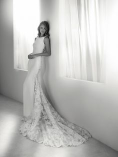 Rua: Original wedding dress that combines two designs in one. In front, a simple design in crepe; on the back, lace and sheer effects. Pronovias 2018 Collection