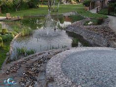 Living Exclusive Gartendesign; Schwimmteich , Wasserspiele , Sonnenwiese und Terressa mit Holzliegen, ein ganz persönlicher Raum