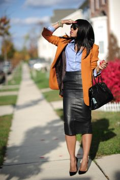 50 Leather Skirt Outfit Ideas For Every Fashionista Skirt Outfits Modest, Pencil Skirt Outfits, Casual Work Outfits, Work Attire, Mode Outfits, Fashion Outfits, Womens Fashion, Pencil Skirts, Corporate Fashion