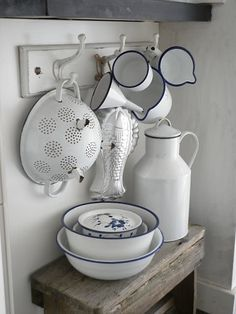precioso conjunto / nice display of white enamel kitchen ware.  Luvely luk