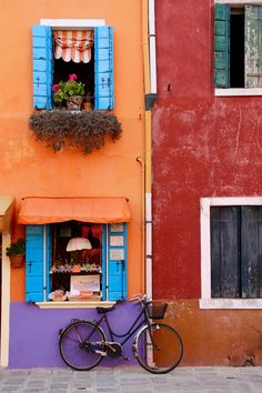 The rainbow island of Burano could possibly be the brightest place on earth and makes for the perfect day trip from Venice. Italy Vacation, Italy Travel, Mykonos, Day Trips From Venice, Rainbow Island, Best Greek Food, Colourful Buildings, Photo Location, Belle Photo