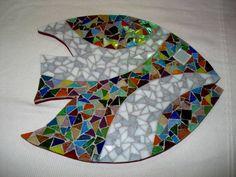 Base MDF, trabalho em mosaico com pastilhas de vidro. Tamanho: 23cm diâmetro