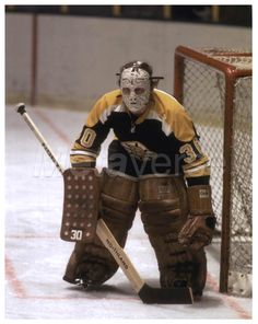Jerry Cheevers / Boston Bruins Hockey Shot, Hockey Goalie, Hockey Teams, Hockey Players, Ice Hockey, Boston Bruins Goalies, Boston Celtics, Boston Sports, Boston Red Sox