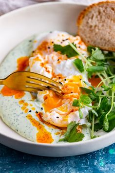 Healthy Egg Recipes, Egg Recipes For Breakfast, Vegetarian Recipes, Breakfast Ideas, Goat Cheese Recipes, Cheese Snacks, Brunch Dishes, Food Dishes, Turkish Eggs