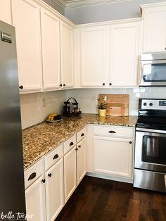 Brown Granite Countertops, White Granite Kitchen, Grey Kitchen Cabinets, Kitchen Cabinet Colors, Painting Kitchen Cabinets, Kitchen Paint, Kitchen Countertops, Kitchen Backsplash, Backsplash Ideas