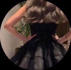 Bad Girl Aesthetic, Aesthetic Clothes, Aesthetic Pastel, Sky Aesthetic, Aesthetic Grunge, Aesthetic Vintage, Girl Photo Poses, Girl Photos, Blonde Hair Honey Caramel
