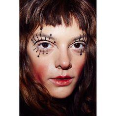 Backstage beauty at the Vivienne Westwood Spring/Summer show Makeup Inspo, Makeup Art, Makeup Inspiration, Beauty Makeup, Hair Makeup, Makeup Ideas, Catwalk Makeup, Runway Makeup, Make Up Looks