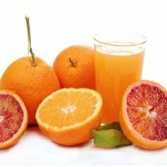 Become a Certified Fitness Nutrition Coach. Help clients lose weight, improve their health & enhance sports performance. Orange Fruit, Orange Juice, Sumo Detox, Smoothies, Jugo Natural, Juice Cleanse Recipes, Detox Recipes, Drink Recipes, Breakfast Desayunos