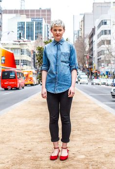 Crop Central - We're loving chic tomboy styling (and the fact that it's not too cold to show a little ankle! Button up that chambray, Spring style is just getting started. Style Snaps, Spring Style, Tomboy, Chambray, Spring Fashion, Knitwear, Latest Trends, Womens Fashion, Fashion Trends
