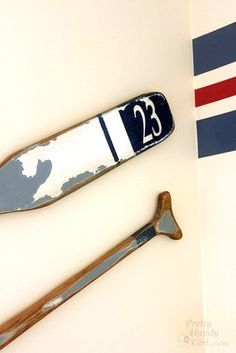 Creating Vintage Painted Oars with - Pretty Handy Girl Seaside Decor, Beach House Decor, Painted Oars, Rowing Oars, Oar Decor, 4 Season Room, Lake Signs, Vintage Boats, Wooden Signs