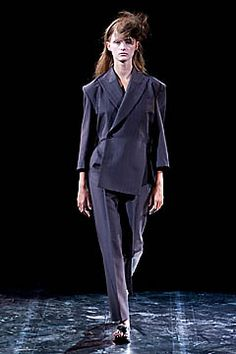 Yohji Yamamoto Spring 2001 Ready-to-Wear Fashion Show: Complete Collection - Style.com