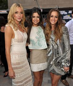 Katie Cassidy, Selena Gomez & Leighton Meester