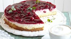 Wonderful cherry sour cream cake- Wundervolle Kirsch-Schmand-Torte Cherry-Schmand-Torte: Recipe for creamy pleasure -… - Mini Desserts, Valentine Desserts, Spring Desserts, Torte Au Chocolat, Desserts Printemps, Cake Recipes, Dessert Recipes, Torte Recipe, Sour Cream Cake
