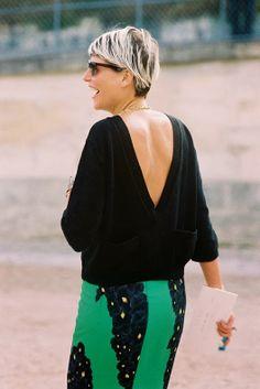 Stylist Elisa Nalin, before Valentino, Paris, October A lovely way to wear a v-neck sweater: backwards! Elisa Nalin, Backless Sweater, Revealing Dresses, Star Fashion, Paris Fashion, Vanessa Jackman, Street Style Summer, Fall Wardrobe, My Style
