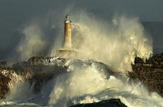 SUN IN THE MOURO STORM II.RAFA RIANCHO Mouro Lighthouse -waves / Foto: Rafael G. Riancho.Faro de Mouro.Santander.Spain / 2121DSC by Rafael G. Riancho (Lunada)