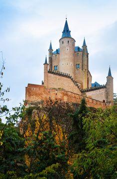 Castle Of Segovia. Laundry Hacks, Vector Photo, Barcelona Cathedral, Hd Wallpaper, Spain, Castle, Stock Photos, House Styles, Digital