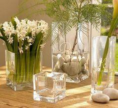 Всю стеклянную посуду - стаканы, вазы - можно отмыть без специальных средств. 0
