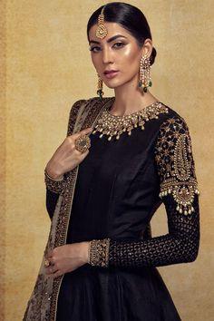 Maria B Bridal Couture 2018 Pakistani Couture, Pakistani Dress Design, Pakistani Outfits, Indian Outfits, Pakistani Gowns, Embroidery Suits, Embroidery Fashion, Embroidery Fabric, Embroidery Patterns