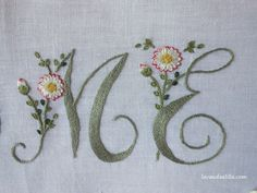 Lavanda e Lillà: Tutorial Hand Embroidery Patterns Free, Embroidery Alphabet, Hand Work Embroidery, Embroidery Sampler, Embroidery Flowers Pattern, Ribbon Embroidery, Embroidery Art, Cross Stitch Embroidery, Brazilian Embroidery