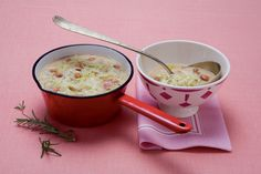 Lasciate i fagioli a bagno in acqua fredda una notte poi sgocciolateli e metteteli in una casseruola con le patate intere, la cipolla tagliata ad anelli,...