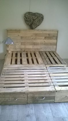 Pallet Bedroom Suite / Chambre En Palette Beds & Headboards Desks &…