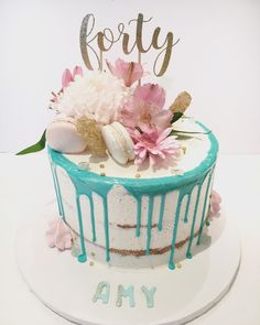Fresh flowers, macaron and candy crystals Teal Flowers, Fresh Flowers, Candy Crystals, Cupcake Cakes, Cupcakes, Cake Decorating Tips, Drip Cakes, Wedding Things, Macarons