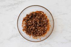 Chocolate-Covered Raisins Recipe Vegan Gluten Free, Vegan Vegetarian, Chocolate Covered Raisins, Raisin Recipes, Classic Candy, How To Make Chocolate, Baking Sheet, Fruit, Sweet