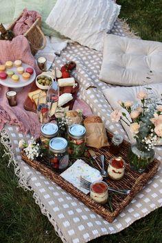 Romantic Picnic Food, Picnic Date Food, Picnic Drinks, Picnic Foods, Night Picnic, Picnic Dinner, Picnic Set, Picnic Time, Picnic Ideas