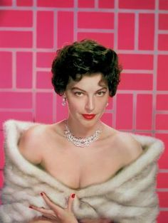 Ava Gardner Pictures and Photos - Getty Images Worlds Beautiful Women, The Most Beautiful Girl, Ava Gardner Frank Sinatra, Rita Hayworth Gilda, Ava Gardner Photos, Ava Gardener, Most Popular People, Couple Activities, Old Hollywood Glamour