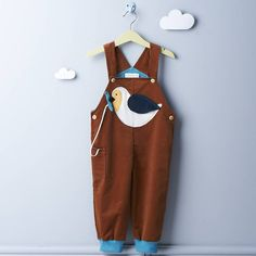 Bio Latzhose mit Vogel-Tasche // Organic Cotton Dungarees for Kids by TELL ME Organic Kidswear