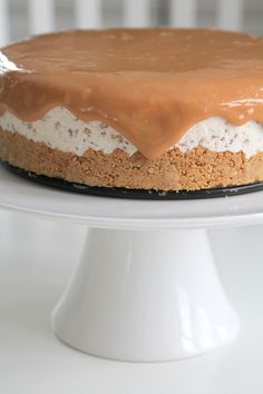 Daimcheesecake med toffeesås (Jennys Matblogg) Healthy Dessert Recipes, Delicious Desserts, Cake Recipes, Yummy Food, Pie Dessert, Cookie Desserts, No Bake Desserts, Bagan, Chocolate Cheesecake Brownies