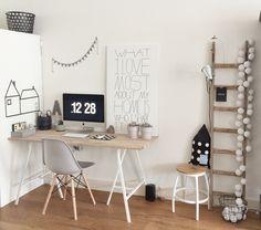 Mooi gestylede werkplek met zwart, wit en hout #workspace #home