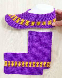 Очередная подборка вязаных тапочек на любой вкус.   OK.RU Knit Slippers Free Pattern, Baby Booties Knitting Pattern, Crochet Slipper Pattern, Crochet Baby Shoes, Knitted Slippers, Crochet Baby Booties, Baby Knitting, Diy Crochet Patterns, Easy Knitting Patterns