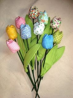 Boulevard Pink: Tutorial : Idea de última hora para Día de la madre - Tulipanes de tela