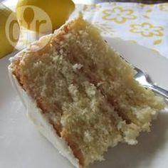 Saftiger Zitronenkuchen mit Zitronensaft - Der Kuchen wird mit Zitronensaft und Zitronenschale gemacht und ergibt 2 kleine Kuchen. Man kann ihn dann mit Creme oder Lemon Curd zusammensetzen oder einzeln servieren.@ de.allrecipes.com