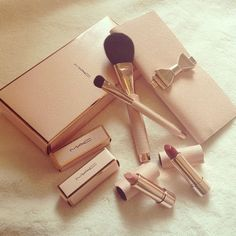 Gorgeous gold and blush pink Mac makeup kit | tumblr