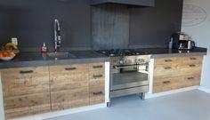 Keuken steigerhout Kitchen Inspirations, Concrete Kitchen, Kitchen Design Small, Kitchen Flooring, Kitchen Decor, Interior Design Kitchen, Interior Design Kitchen Small, Home Kitchens, Rustic Kitchen