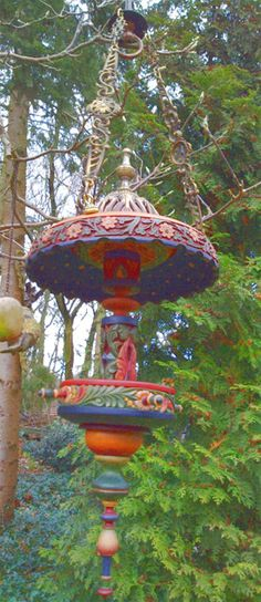 Make your own hand painted bird feeder. You can be creative painting bird feeders adding color and interest to your landscape and while feeding your hungry backyard birds Garden Crafts, Garden Projects, Art Projects, Bird Cages, Bird Feeders, Terrasse Design, Recycled Garden, Garden Junk, Diy Décoration