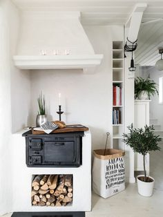 In a farmhouse design, the side table seems to have important roles that are unreplaceable. The farmhouse side table is Cozy Kitchen, Kitchen Decor, Kitchen Design, Kitchen Stove, Island Kitchen, Rustic Kitchen, Sweet Home, Farmhouse Side Table, Interior Decorating