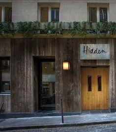 hotels & lodging: hidden hotel in paris near arc de triomphe via remodelista Hotel Paris, Paris Hotels, Ternes Paris, Hotel Reception, Shops, Shop Fronts, Cafe Design, Sign Design, Web Design