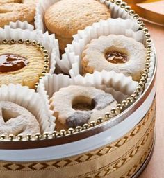 Γλυκό: εύκολα βουτήματα Greek Cookies, Cupcake Cookies, Greek Desserts, Greek Recipes, Brownie Recipes, Cookie Recipes, My Cookbook, Sweet Bread, Sweet Tooth
