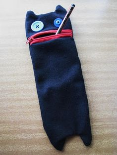 Paper and Pins... my handmade journey: Handmade Christmas Part 4: Kitty pencilcase (I can has pencils?)
