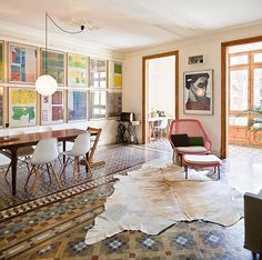 Meet the Behommers: Anna & Eugeni Bach, architects #bohemian #modern #eamschairs #cowhyde #pendant