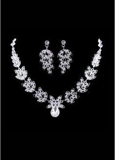 fabulous wedding jewelry set, sooo lovely!