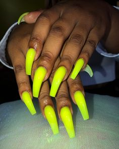 In seek out some nail styles and some ideas for your nails? Here is our set of must-try coffin acrylic nails for fashionable women. Drip Nails, Glow Nails, Aycrlic Nails, Hair Skin Nails, Bling Nails, Cute Nails, Pretty Nails, Swag Nails, Coffin Nails