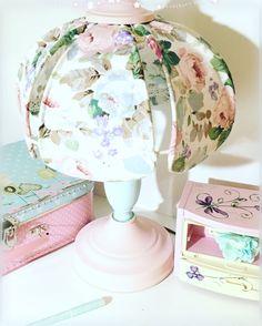 Лампа настольная с абажуром 3150р