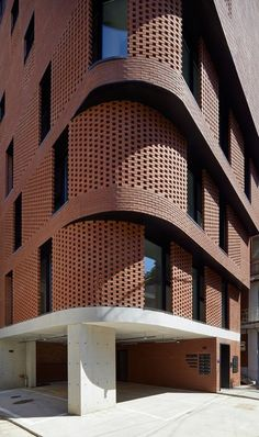 Image 22 of 43 from gallery of Building / Sosu Architects. Photograph by Kyung Roh Brick Architecture, Ancient Architecture, Architecture Details, Urban Architecture, Sustainable Architecture, Brick Design, Facade Design, Villa Del Carbon, Brick Detail