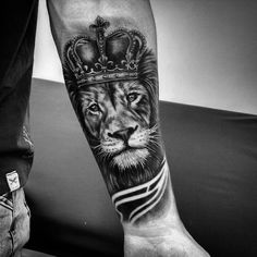 30 Best Lion with Crown Tattoo Designs - Trending Tattoo Hand Tattoos, Lion Forearm Tattoos, Lion Head Tattoos, Body Art Tattoos, Lion Chest Tattoo, Lion Tattoo Sleeves, Mens Lion Tattoo, Sleeve Tattoos, Lion Tattoos For Men