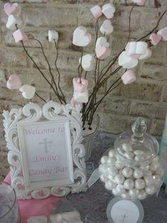 Candy Buffet para primera comunión de niña de colores plateado, blanco y rosa. #RecordatoriosPrimeraComunion