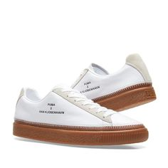Cornerstones of Scandinavian design; simplicity and functionality play a pivotal role in the collaboration between Danish outfitters Han Kjøbenhavn and PUMA. Crafted in premium leathers and decorated with suede overlays for a subtle hint of texture, the minimal uppers of the Clyde sneaker sit atop a gum rubber sole unit for a natural silhouette that sees traction and comfort with every step. Finished with the duo's joint branding debossed to the sidewalls and decorative overlocked topstitch…